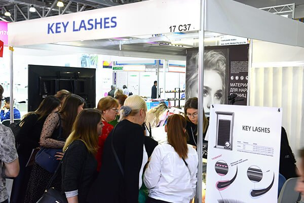 How to Find Vendors for Your Eyelash Business