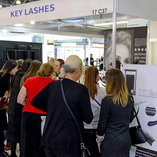 Keylashes at trade show as an eyelash extension vendor